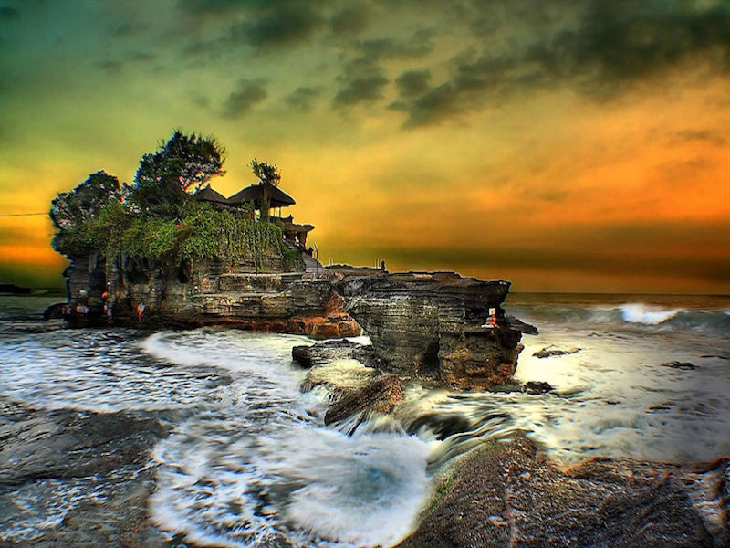 Bali-Tanah-lot-Sunset-perhaps-the-prettiest-of-the-sea-temples